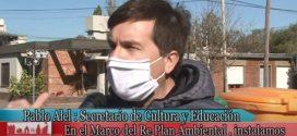Pablo Alel y la instalación de   Contenedores de Basura (RePlan)